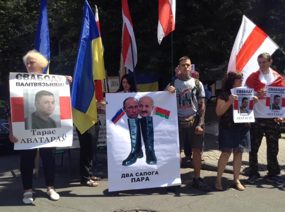 На Банковой к приезду Лукашенко организовали пикет: фото