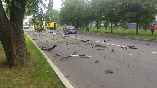В Донецке подорвали внедорожник с секретарем Захарченко: фото