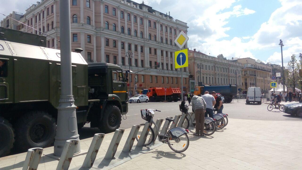 В ожидании протестов: в Москве перекрыли Тверскую улицу - фото