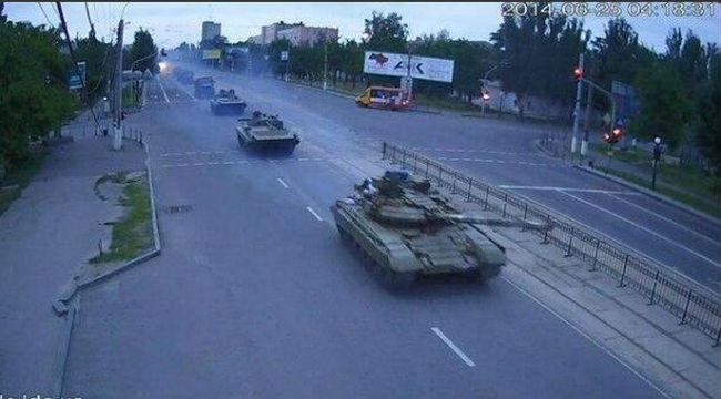 В Луганск вошли танки без опознавательных знаков - СМИ