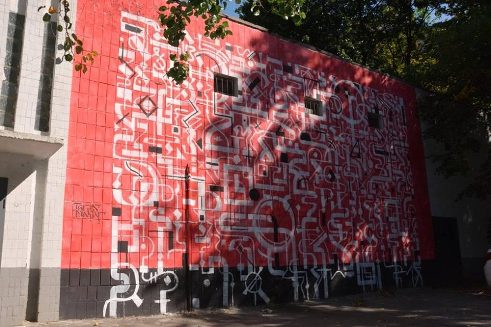 В Киеве новый мурал посвятили непрерывному движению энергии: фото