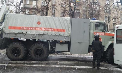 Урядовий квартал зайняли силовики, МНС і спецтехніка