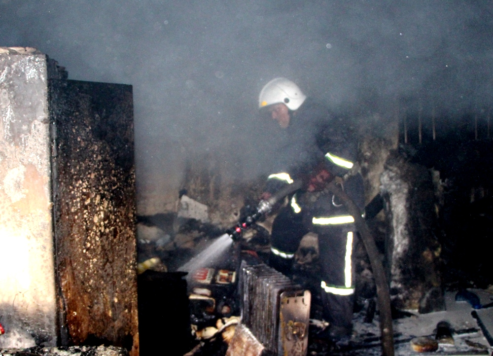 Ночью вОдессе горел склад площадью в300 квадратных метров