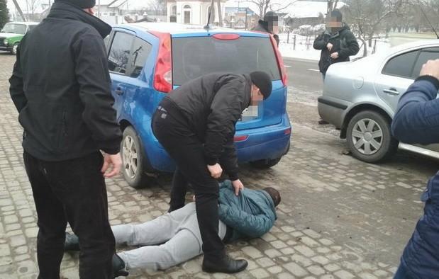 Полицейский вымогал 12 тыс грн у пьяного водителя - СБУ