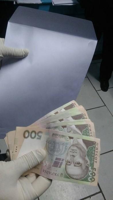 В Червонограде инспектор дорожной полиции погорел на взятке: фото