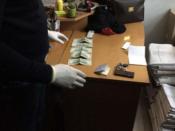СБУ: В Луцке на взятке пойман работник налоговой инспекции - фото