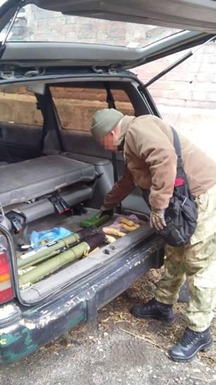 В Мариуполе в авто нашли противотанковые гранатометы и взрывчатку