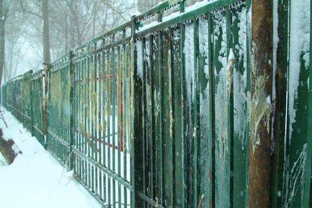 Днепропетровскую ОГА обнесли колючей проволокой