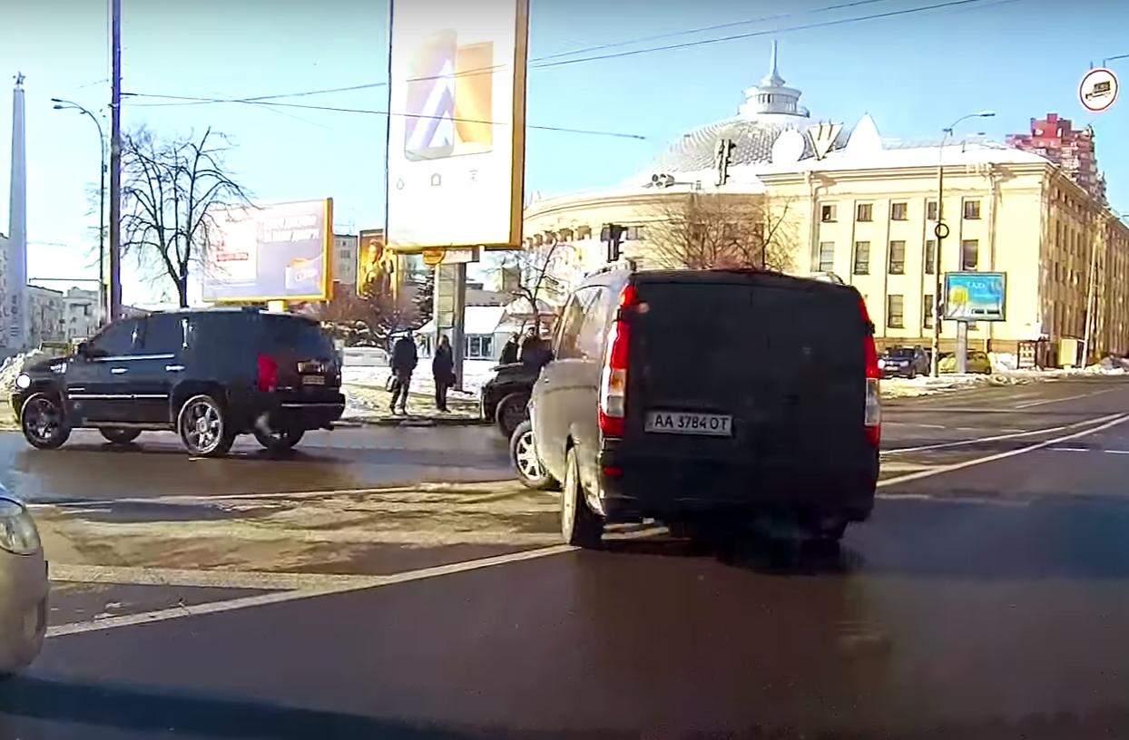 Кортеж генерального прокурора Луценко систематически нарушает ПДД, выезжая навстречную полосу— Схемы
