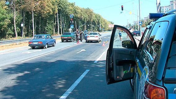 В Виннице неизвестные расстреляли автомобиль: фото и видео