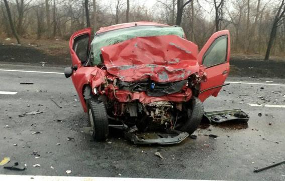 Под Славянском столкнулись Mitsubishi и Dacia: двое погибших