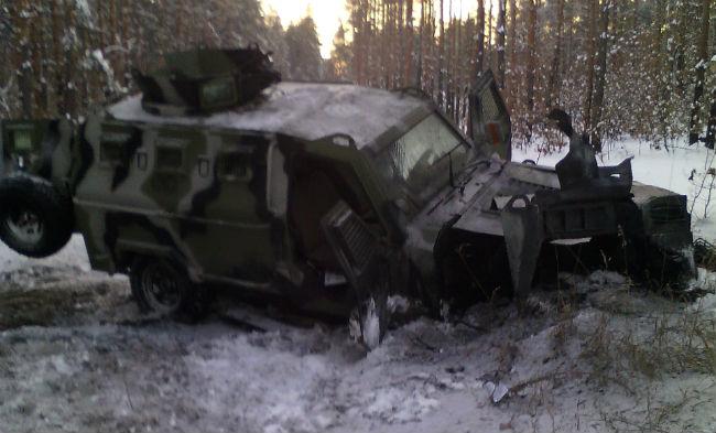 Возле границы с РФ на мине подорвался бронированный Кугуар: фото