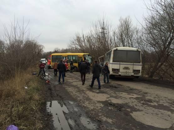 Лобовое столкновение автобусов на Львовщине: 20 пострадавших
