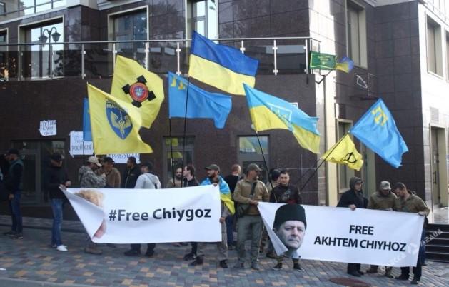 Умеров вписьме Сущенко пообещал вскором времени увидеться всвободной Украине