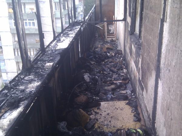 В Киеве на Оболони загорелся жилой дом: видео пожара