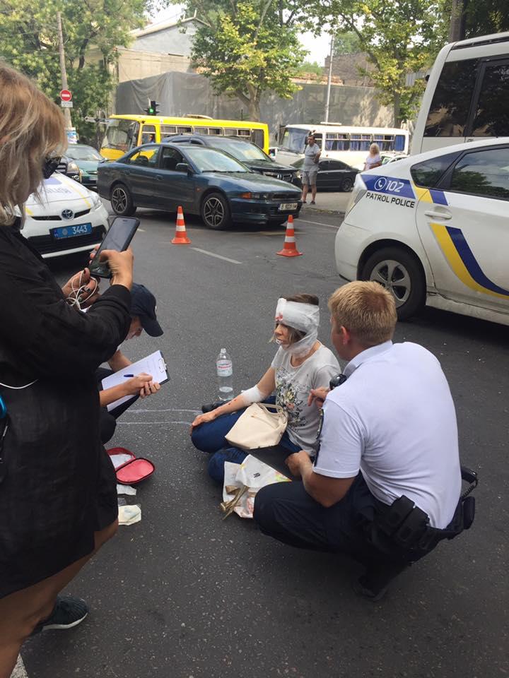 В Одессе автомобиль патрульной полиции сбил пешехода