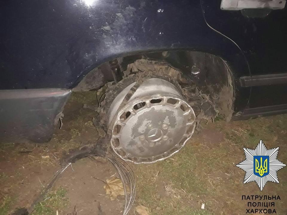 В Харькове пьяный водитель авто ехал без резины на колесах - фото