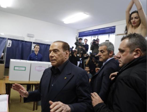 В Милане полуголая активистка Femen атаковала Берлускони: видео