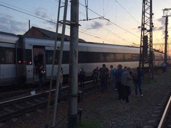 Поезд Hyundai по маршруту Харьков - Киев сошел с рельсов