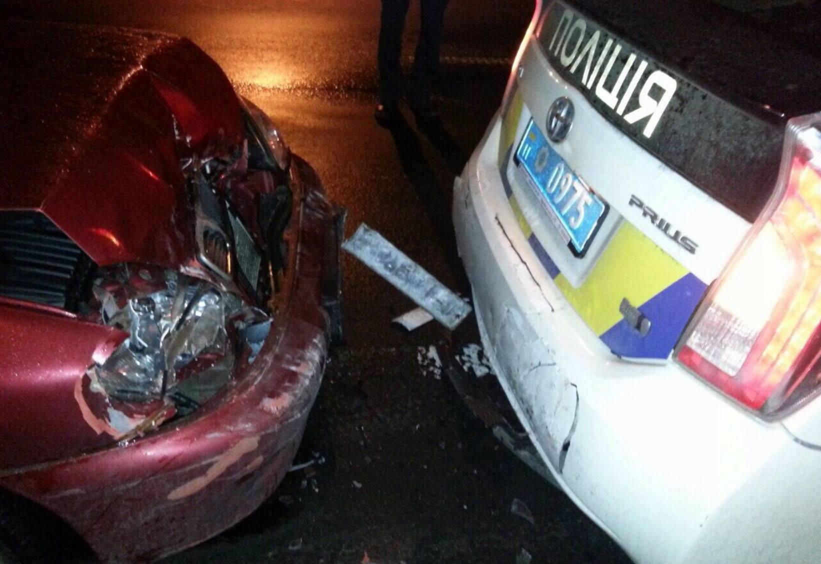 В Киеве нетрезвый водитель врезался в машину полиции: фото