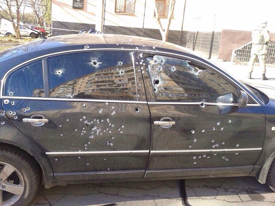 В Кривом Роге расстреляли автомобиль кандидата в нардепы