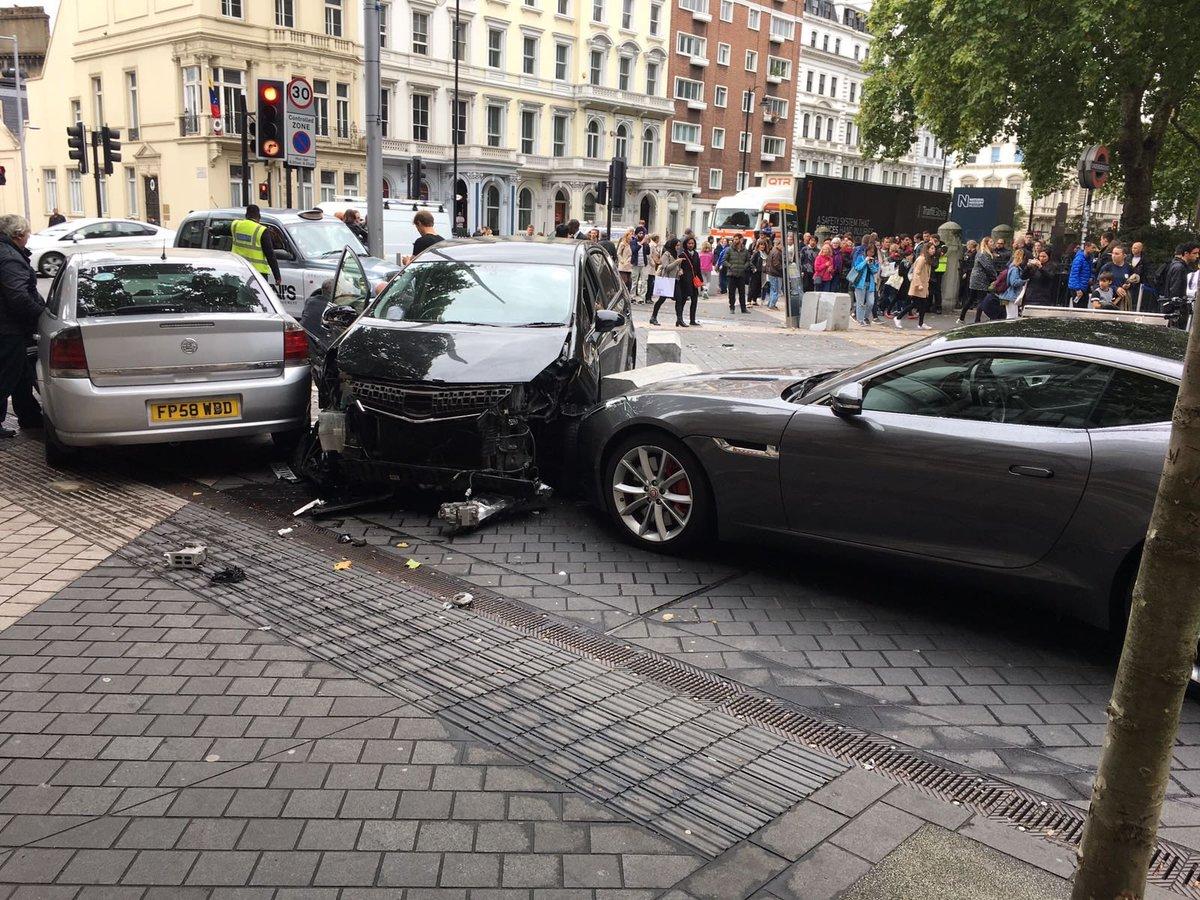 В Лондоне автомобиль врезался в пешеходов, есть пострадавшие