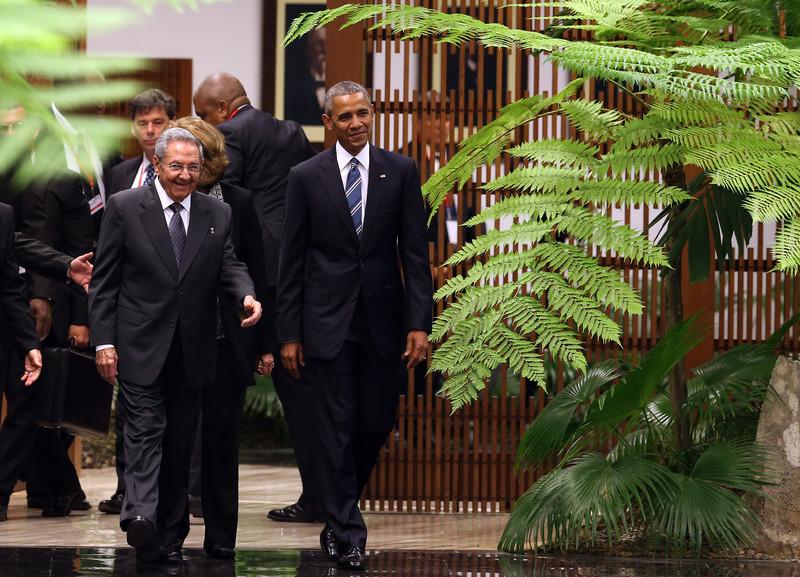 Обама встретился с кубинским лидером Раулем Кастро: фото