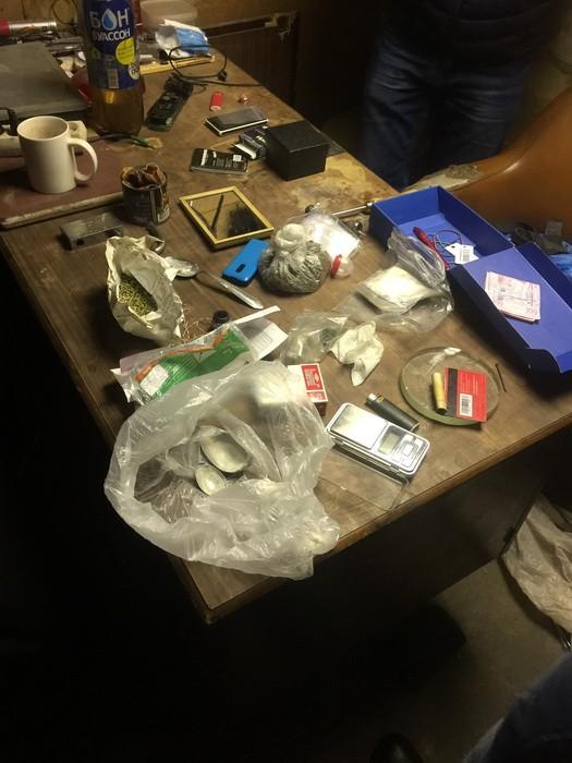 В Киеве СБУ пресекла деятельность наркогруппировки: фото, видео