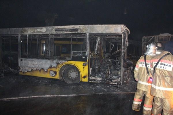 Вкиевском автопарке сгорели три автобуса