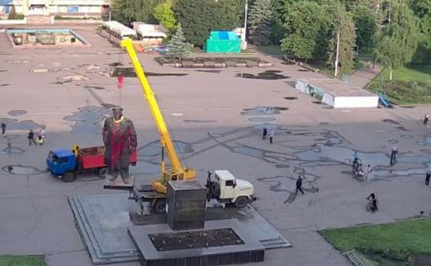 ленин славянск.jpg