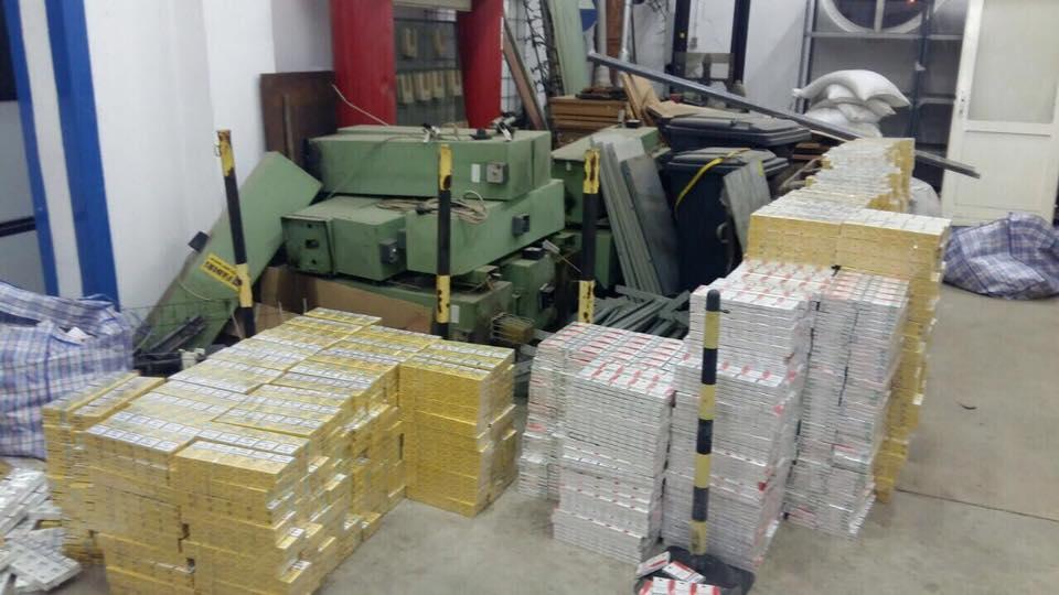 На таможне Венгрии изъяли контрабанду сигарет и янтаря из Украины