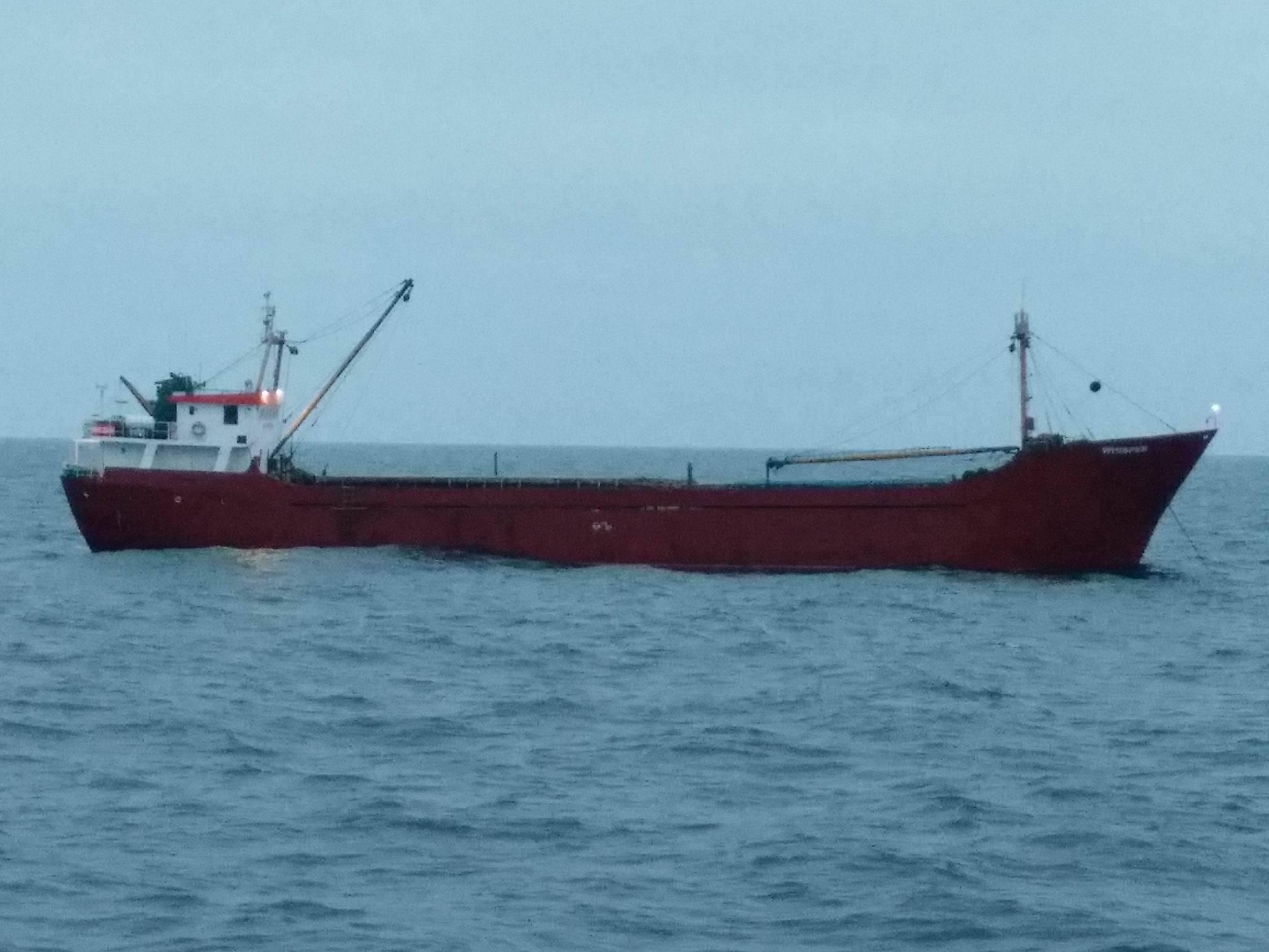 Катер ВМС открыл предупредительный огонь по судну с контрабандой