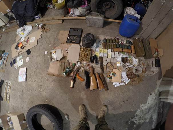 В Донбассе задержан бывший милиционер с арсеналом оружия: видео
