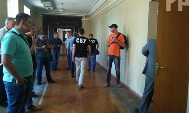 СБУ обыскивает мэрию Запорожья: ищут связь с боевиками в Донбассе