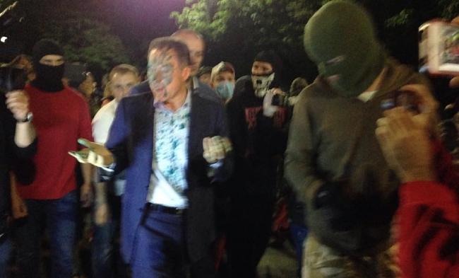 Депутата Рудьковского облили зеленкой у посольства России