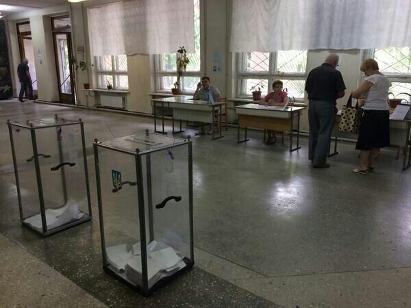 Видишь выборы? А они есть. Как все прошло в Донецкой области