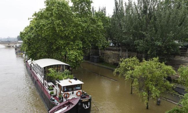 Встолице франции из-за наводнений закрыли Лувр 02июня 2016 22:48