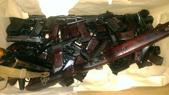 Из Дебальцево вывезено табельное оружие МВД и боеприпасы: фото