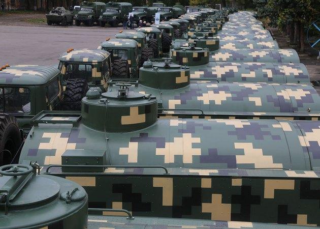ВСУ получили топливозаправщики и танкоремонтные мастерские - фото