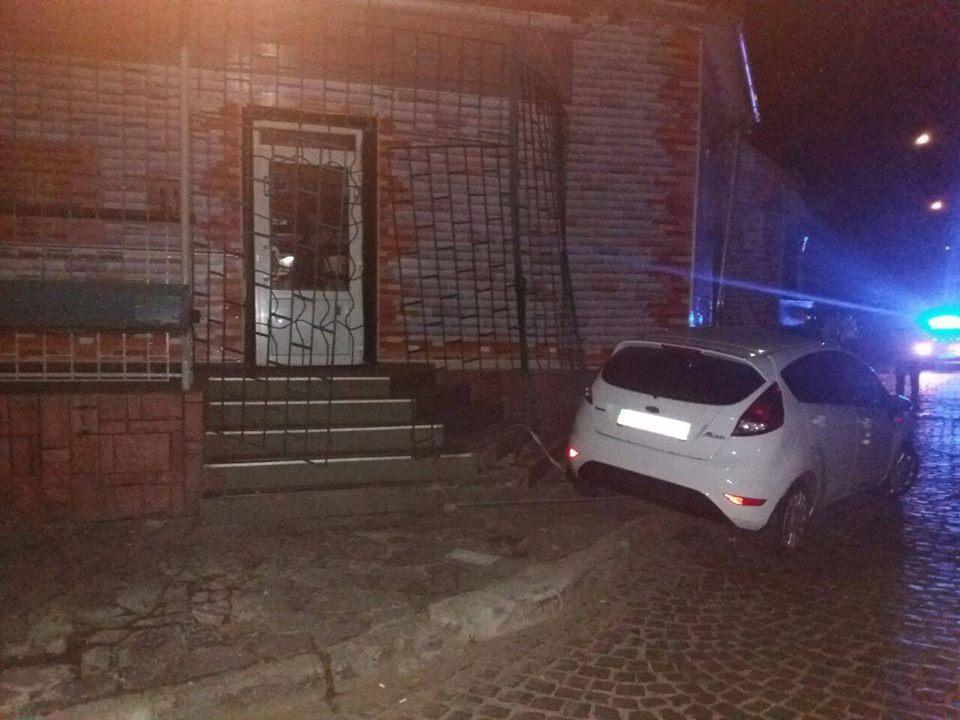 Полиция: в Мукачево прокурор устроил ДТП и ударил полицейского