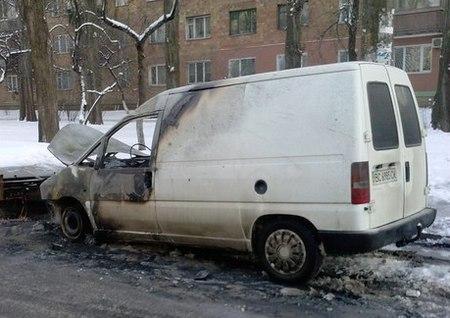 В Киеве массово горят авто: многие - с номерами западных областей