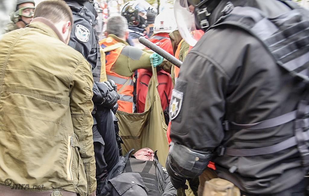 """""""Я сейчас вам эти руки сломаю"""": репортаж из-под Верховной Рады"""
