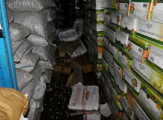 В Киеве со склада украли две тонны орехов кешью: фото
