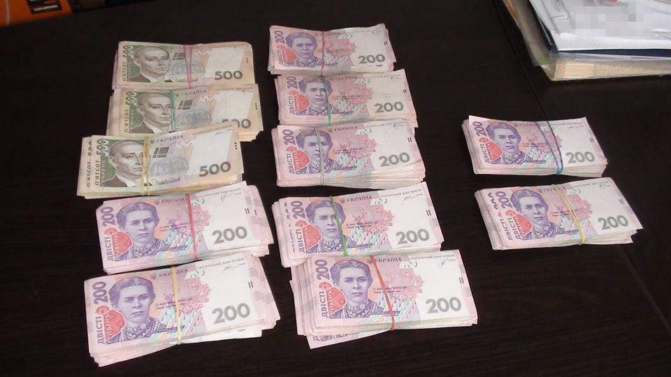 Задержанному на крупной взятке налоговику объявили о подозрении