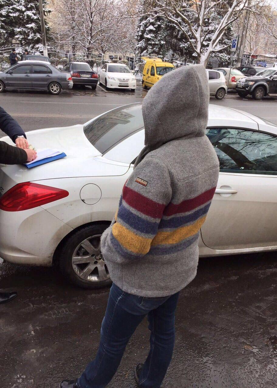 Под Одессой женщина пыталась дать сотруднику ГФС $1,5 тыс взятки