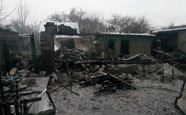 Пламенеют дома, занятия вшколах прекращены— Марьинка под обстрелами
