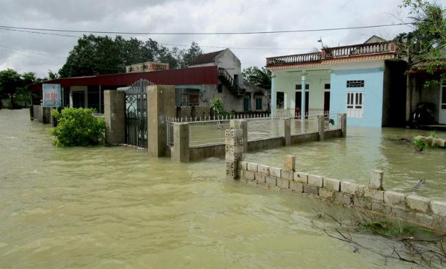 Масштабные наводнения во Вьетнаме унесли жизни 37 человек: фото