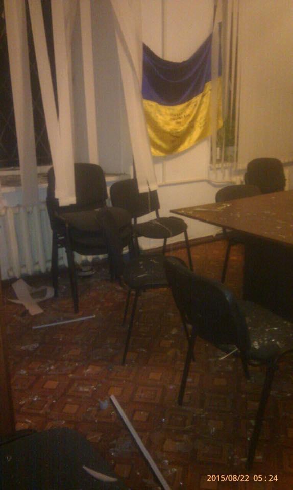 Ночью неизвестные пытались взорвать центр волонтеров в Николаеве
