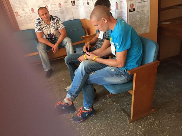 Довыборы в Чернигове: наблюдатели заявляют о первых нарушениях