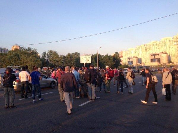 На месте застройки на Осокорках в Киеве произошла драка (фото)